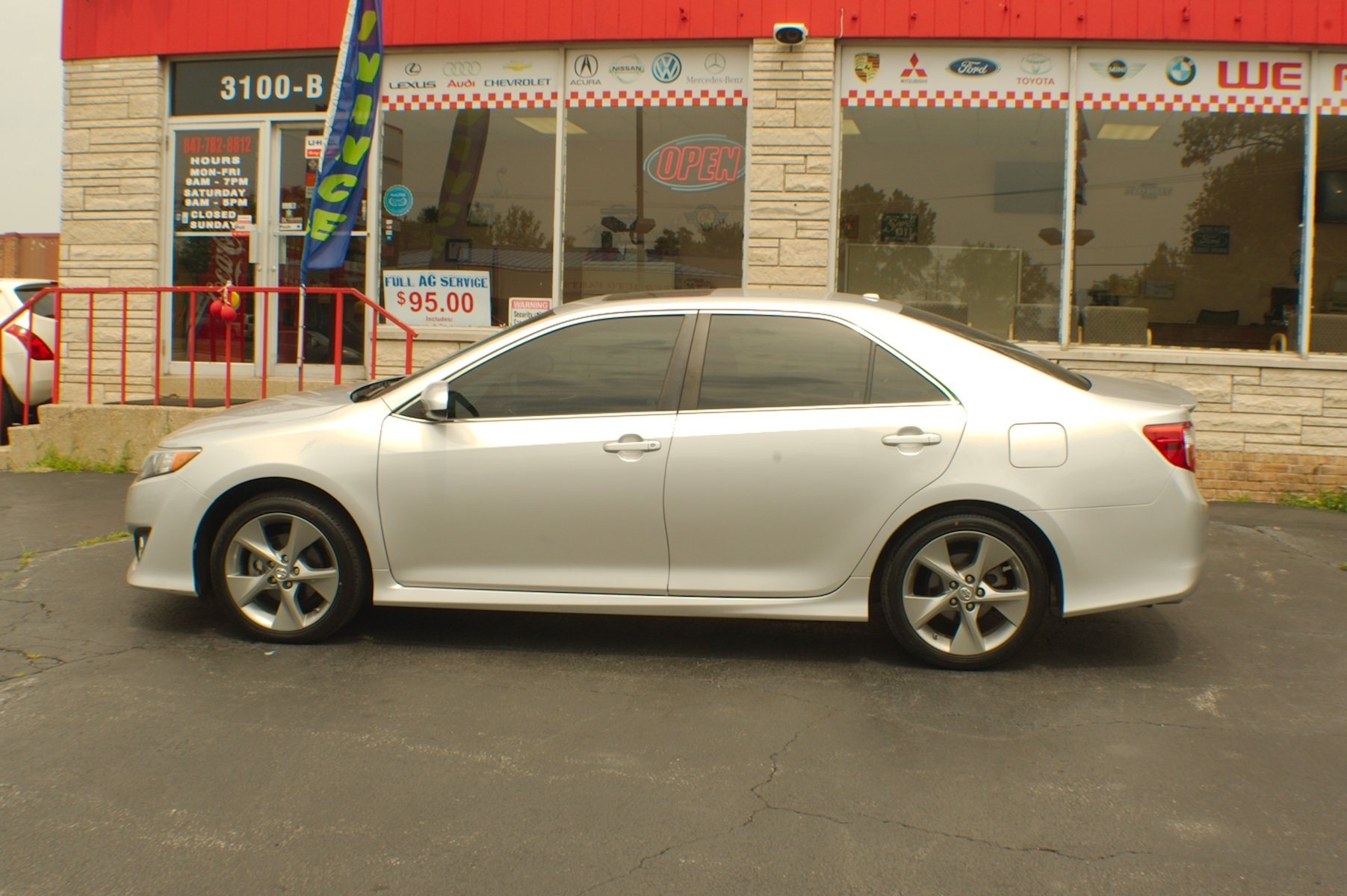 2012 Toyota Camry SE Silver Sedan used Car Sale Bannockburn Barrington Beach Park