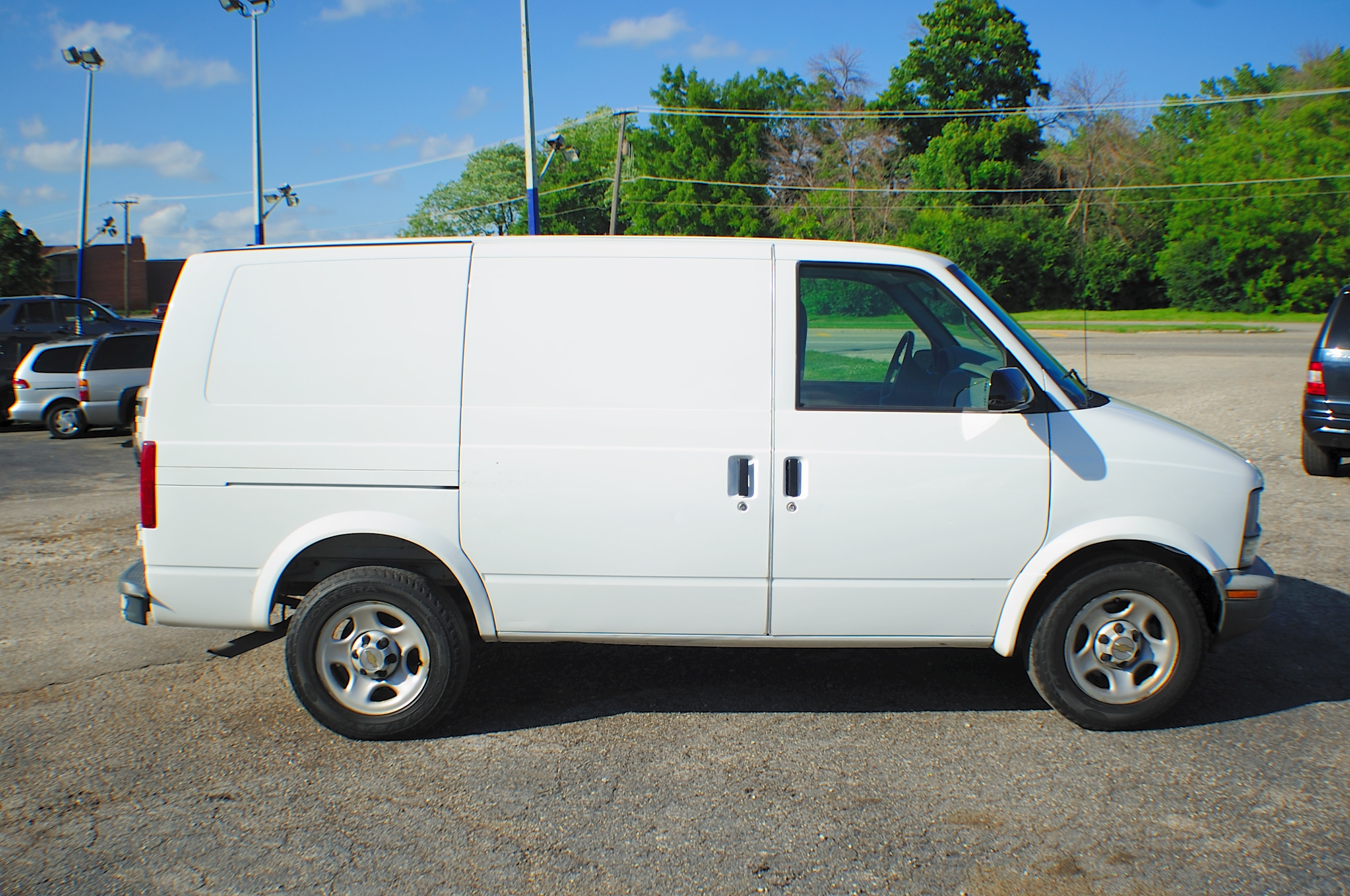2005 Chevrolet Astro White Used Commercial Work Van Sale Lindenhurst Gurnee