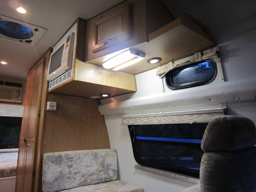 2004 Explorer Motor Homes 230XLW Dodge Used RV Sale Long Grove Mettawa Mundelein Wheeling