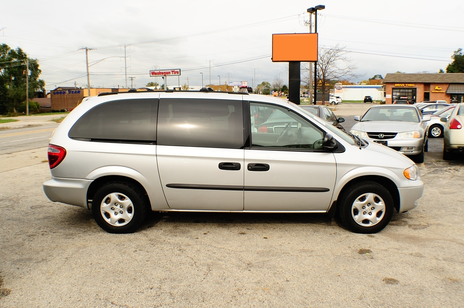 2003 Dodge Grand Caravan SXT Silver Mini Van used car sale Bannockburn Barrington Beach Park