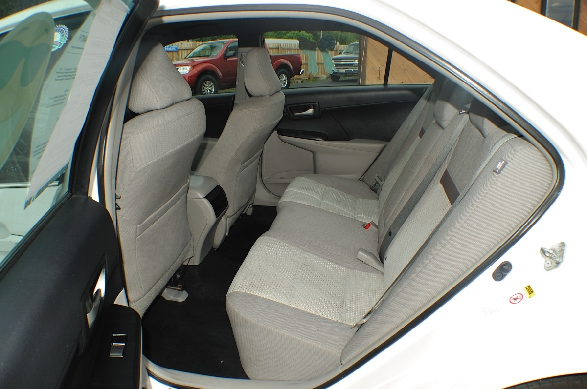 2014 Toyota Camry LE White Used Sedan Sale Libertyville Lincolnshire Lindenhurst