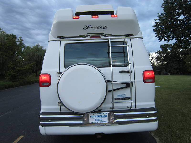 1998 Leisure Travel Freedom Wide Body Dodge Used RV Sale Green Oaks Hainesville Hawthorne Woods
