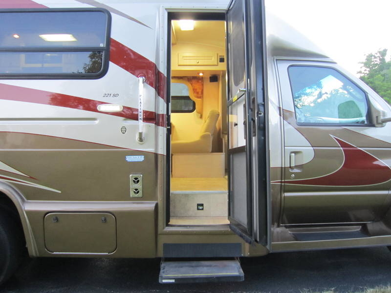 2008 Ford Coach House Platinum XL 221 XD Used RV sale Riverwoods Tower Lakes Vernon Hills